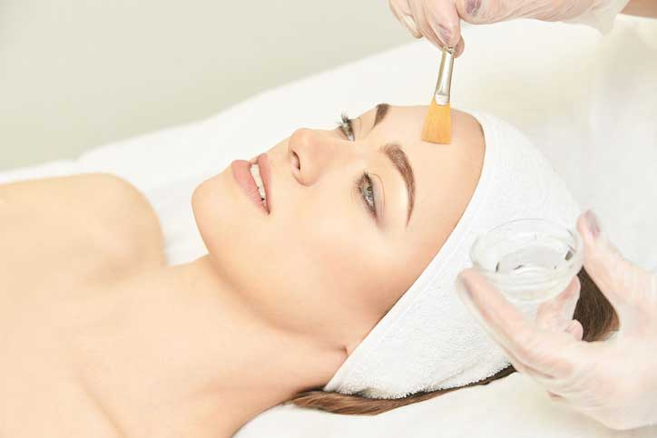 Women on SPA parlor treatment