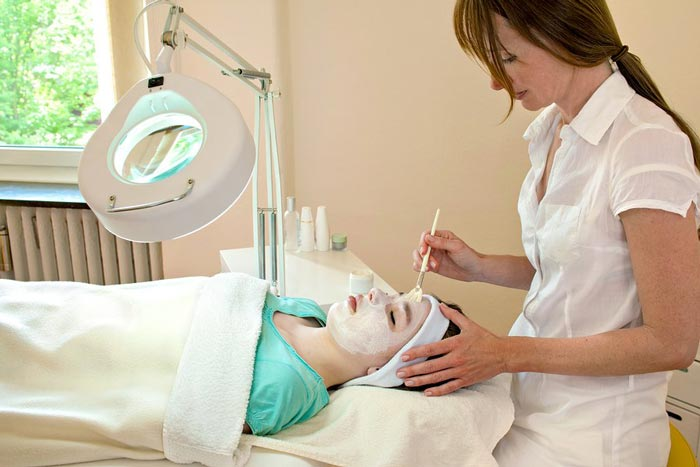 Chemical Peels Therapy At Swinyer - Woseth Dermatology